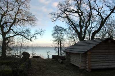 Dette shelter i Auderød Skov er godt at sove i på en kold vinternat